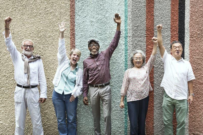 小组资深退休朋友幸福概念 免版税图库摄影