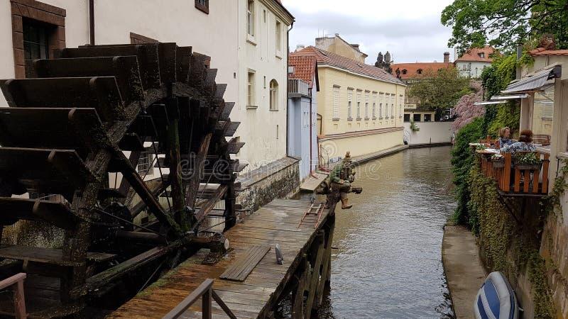 小水车在布拉格 库存图片
