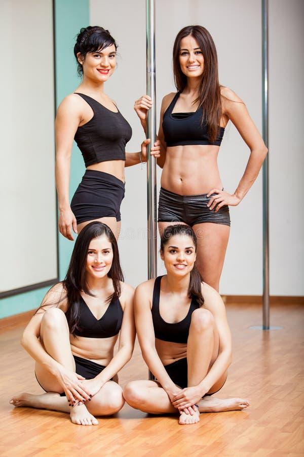 小组逗人喜爱的杆舞蹈家 免版税库存图片