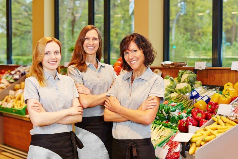 小组销售妇女在超级市场 免版税图库摄影