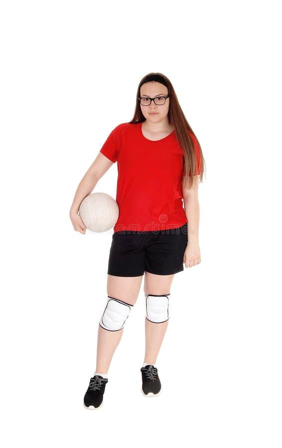 少女在她的手上的拿着她的齐射球 免版税库存图片