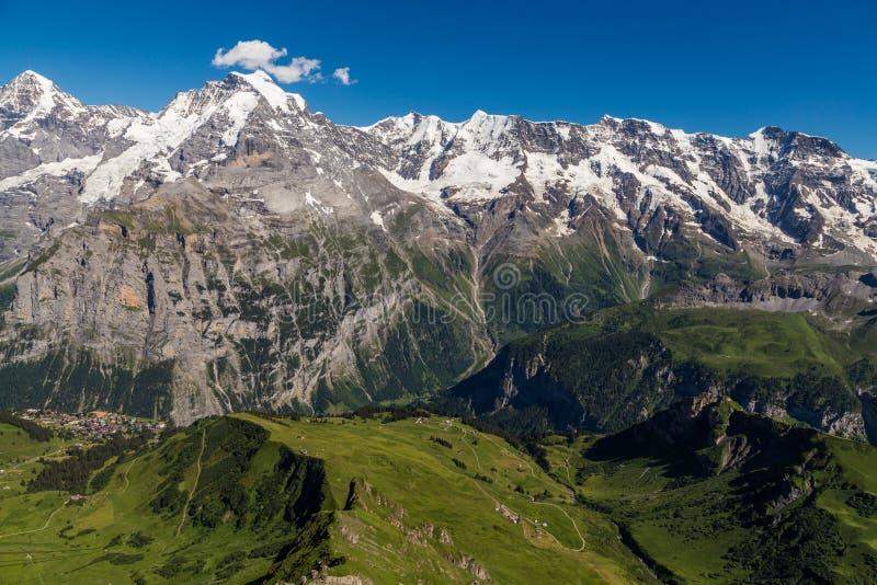 少女峰谷美丽的景色从schilthorni,瑞士上面的  免版税库存图片
