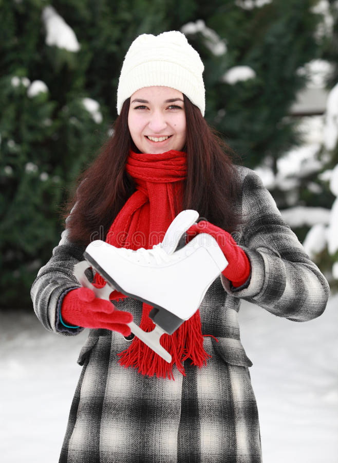 少妇与在室外的冬天滑冰 库存图片