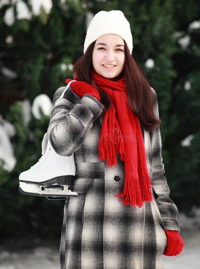 少妇与在室外的冬天滑冰 免版税库存照片