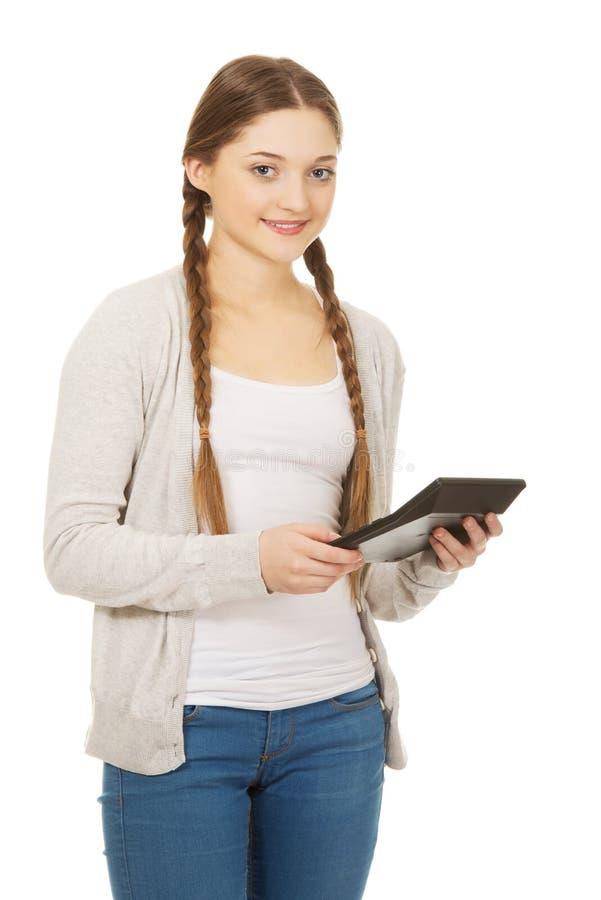 少妇举行数字式计算器 库存照片