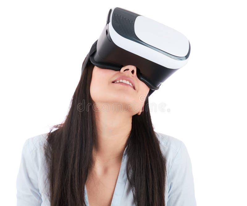 少妇使用在白色背景的VR耳机 库存图片
