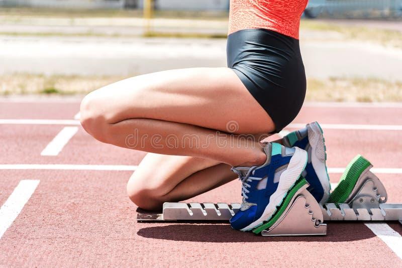 少妇准备好短跑奔跑 库存照片