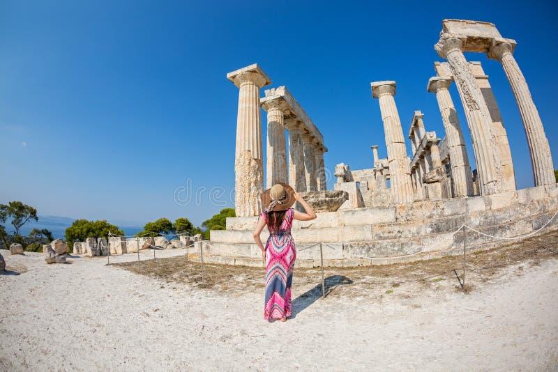少妇到希腊旅行 免版税库存照片