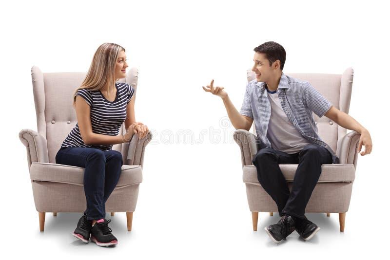 少妇和一年轻人谈话 库存图片