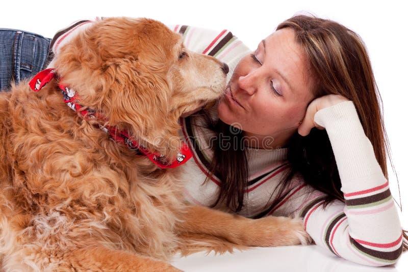 少妇和金毛猎犬 库存照片