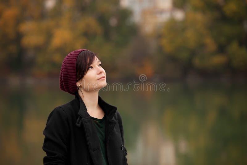 少妇在公园 图库摄影