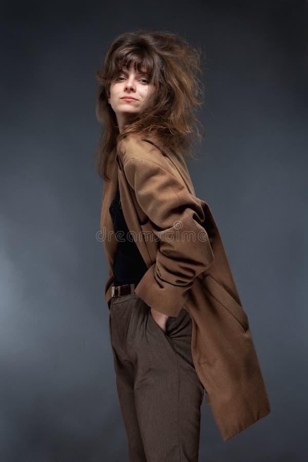 少妇在布朗外套 库存图片