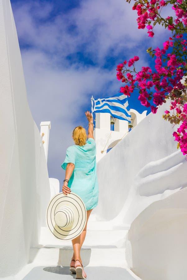 少妇在度假,圣托里尼 免版税库存图片