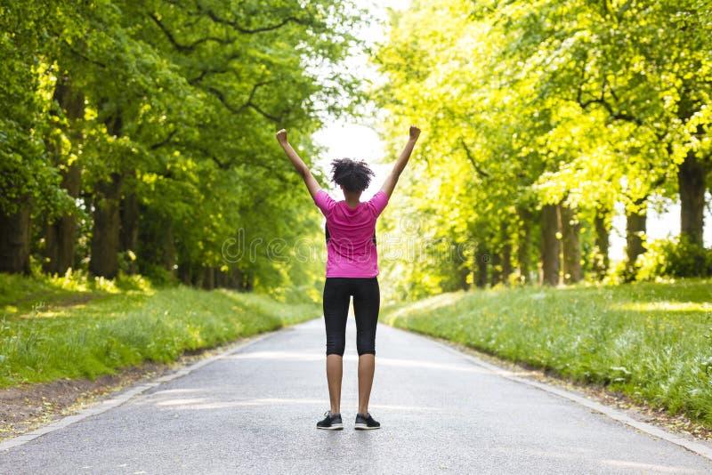 少妇少年健身跑的庆祝 免版税库存照片