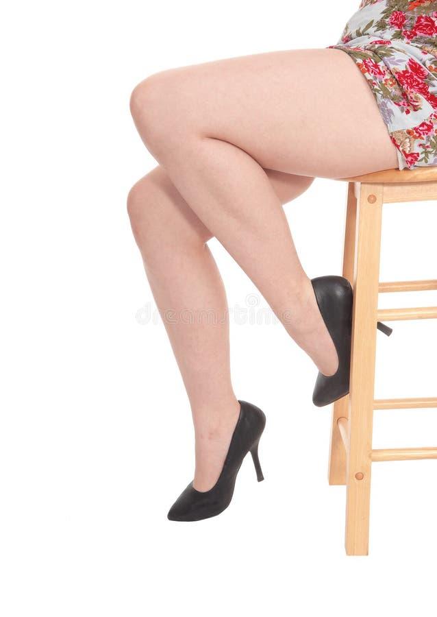 少妇开会的腿 免版税库存照片