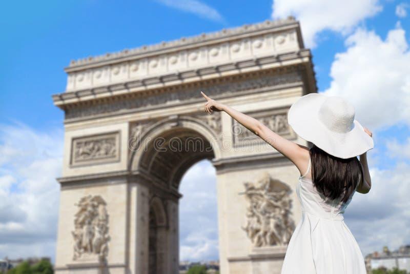 少妇旅行在巴黎 库存照片