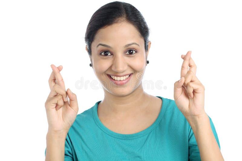 少妇横穿手指 免版税库存照片