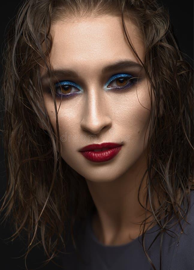 少妇特写镜头画象有湿头发的,平衡构成 库存图片