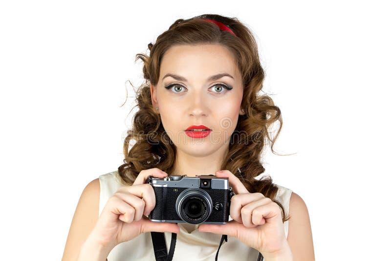 少妇的照片有减速火箭的照相机的 免版税库存图片