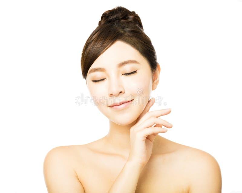 少妇的美丽的面孔有干净的新鲜的皮肤的 免版税库存图片