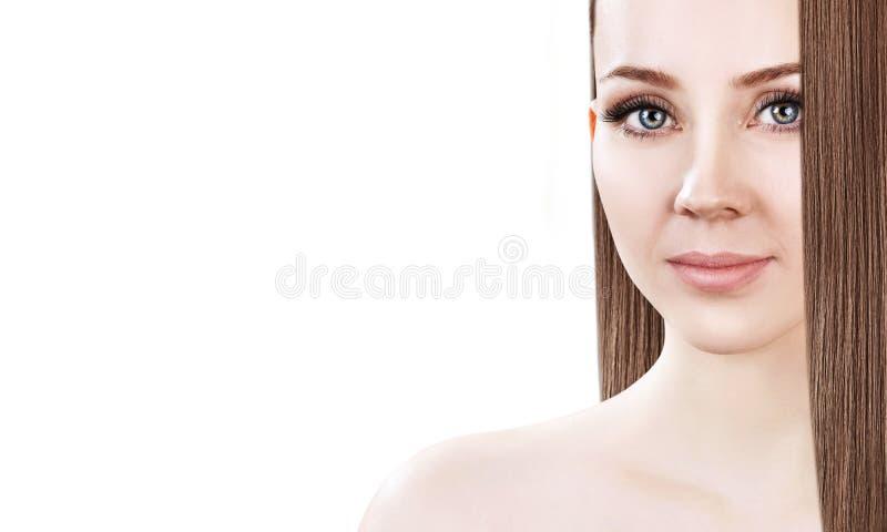 少妇的美丽的面孔有长的棕色头发的 库存照片