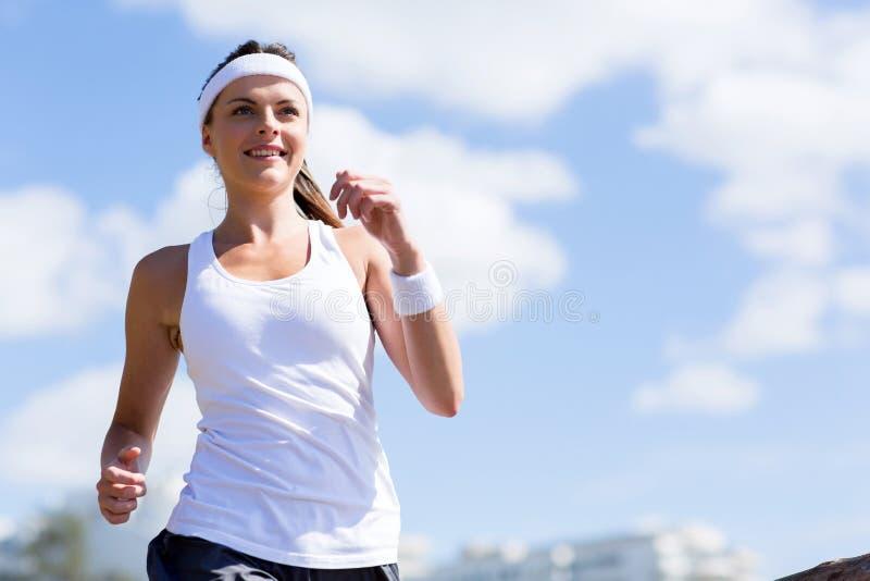 少妇跑步 库存图片