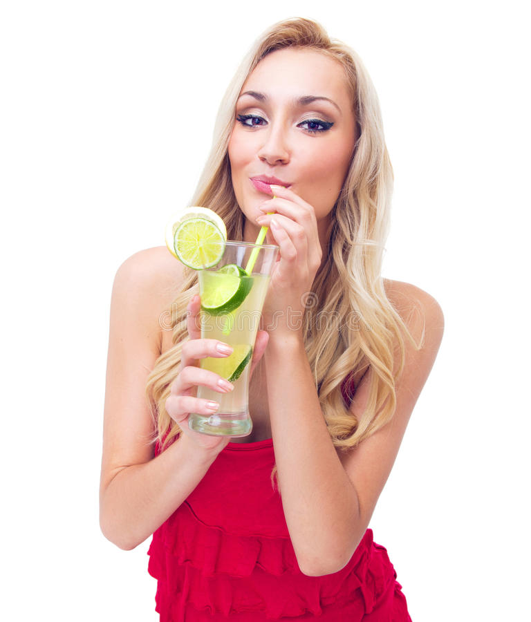 少妇饮用的柠檬水 库存图片
