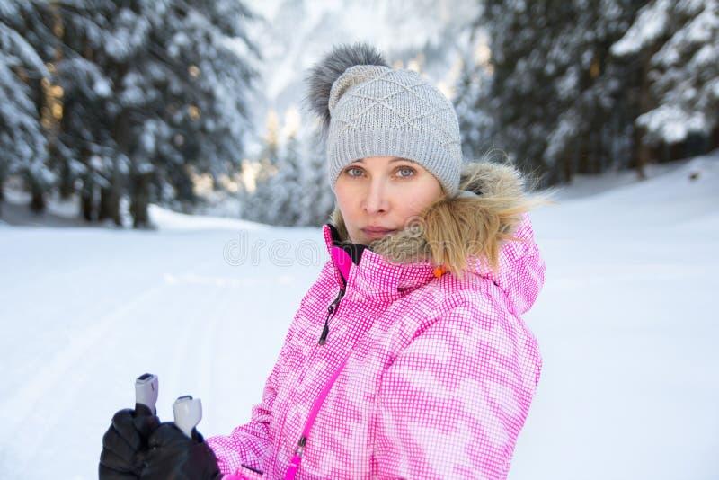 少妇滑雪者面孔 免版税库存照片