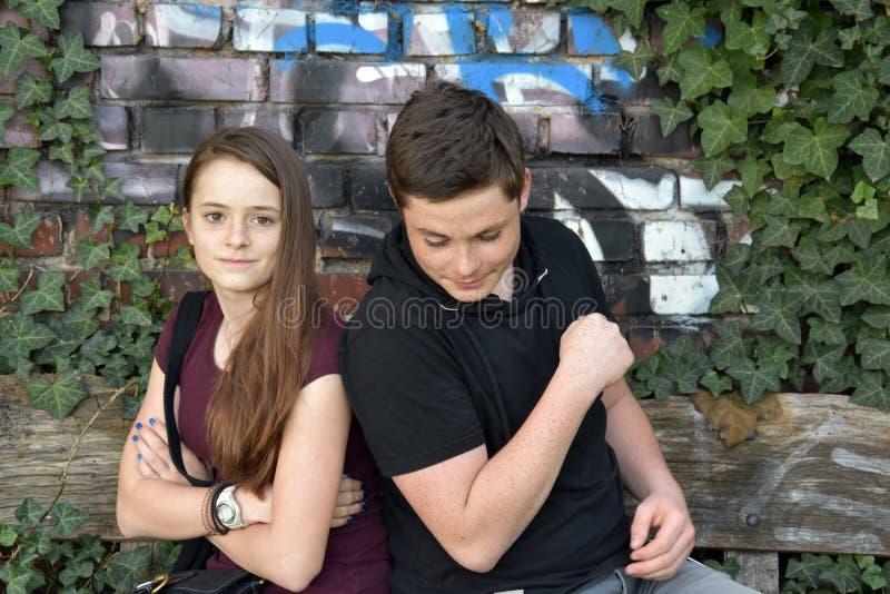 少年、女孩和男孩有争吵 免版税库存照片