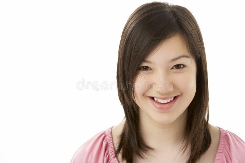 少年女孩纵向微笑的工作室 免版税库存图片