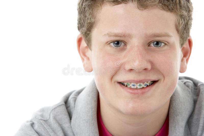 少年男孩纵向微笑的工作室 免版税库存图片
