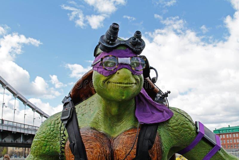 少年突变体ninja乌龟Donatello形象画象在公园Muzeon在莫斯科 库存图片