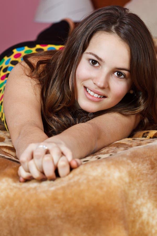 少年美丽的女孩 免版税库存图片