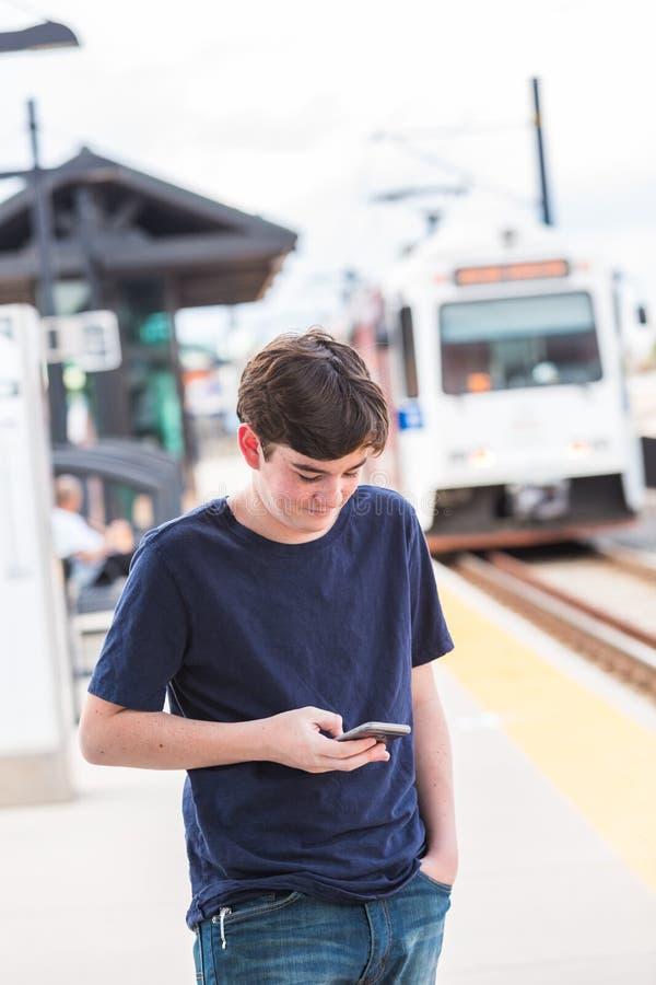 Download 少年 库存照片. 图片 包括有 铁路, 通勤, 计算机, 小配件, 干燥, 少年, 移动, 夏天, 小河 - 59107026