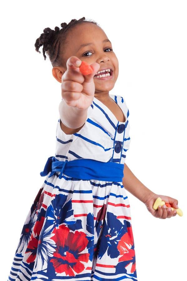 少许吃女孩的非洲裔美国人的糖果 库存照片