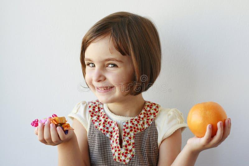 少许选择果子女孩的糖果 免版税库存图片