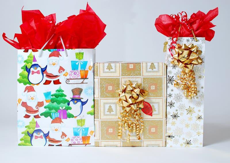 Download 少量礼品 库存照片. 图片 包括有 采购, 特殊, 列表, 价格, 装饰, 愉快, 生日, 礼品, 产生 - 22353570