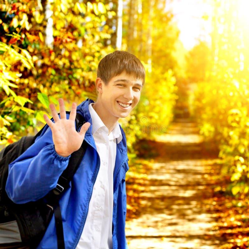 少年在秋天公园 库存照片