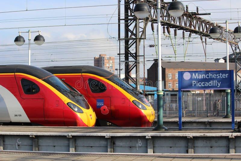 维尔京pendolino火车在曼彻斯特卡迪里 免版税库存图片