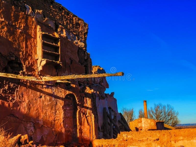 贝尔奇特村庄战争废墟在黄昏的阿拉贡西班牙 免版税库存图片