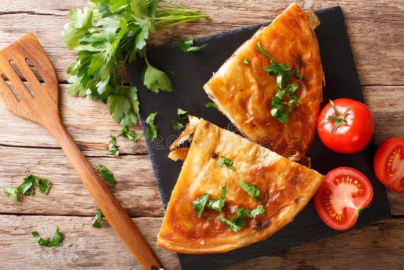 巴尔干食物:与肉特写镜头的burek在桌上 水平的t 免版税库存照片