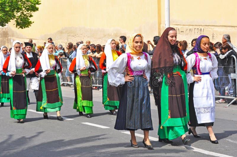 索尔戈诺传统服装的妇女 免版税库存照片
