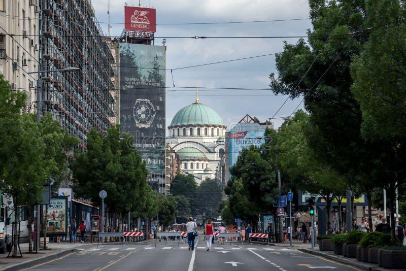 贝尔格莱德,塞尔维亚- 2017年6月10日:圣徒Sava大教堂Hram Sveti从Terazije街道看见的Sava在贝尔格莱德 免版税库存照片