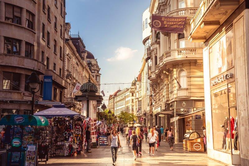 贝尔格莱德,塞尔维亚- 9月23 :在Septem的Knez Mihailova街 免版税库存图片