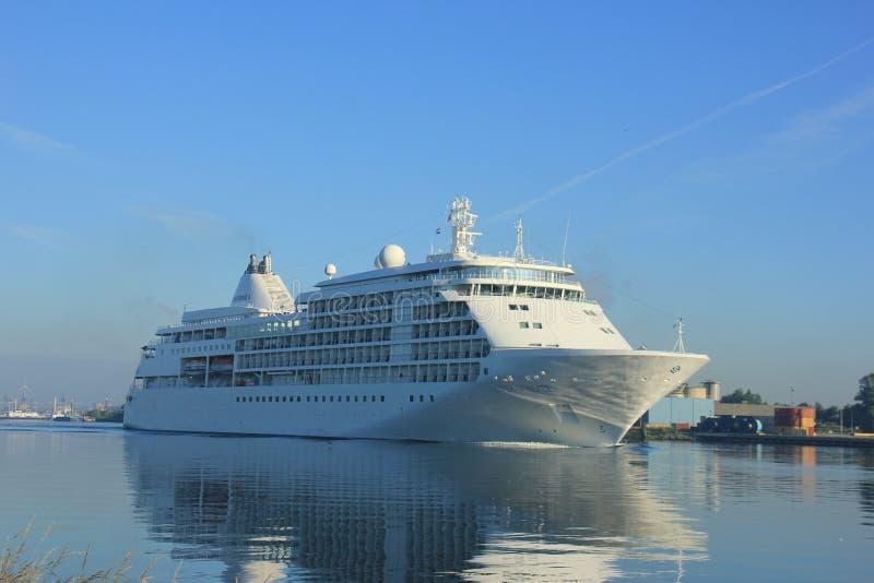 费尔森,荷兰- 2017年6月18日:银色耳语Silversea巡航 免版税图库摄影