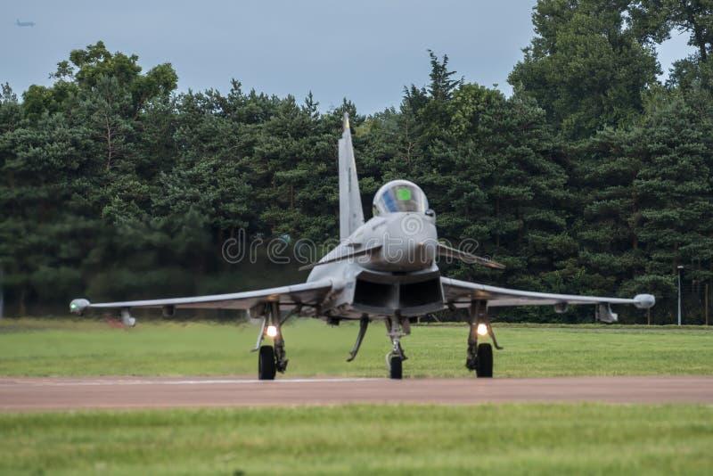 费尔福德,英国- 7月10日:台风航空器参加皇家国际空气纹身花刺飞行表演事件2016年7月10日 免版税库存照片