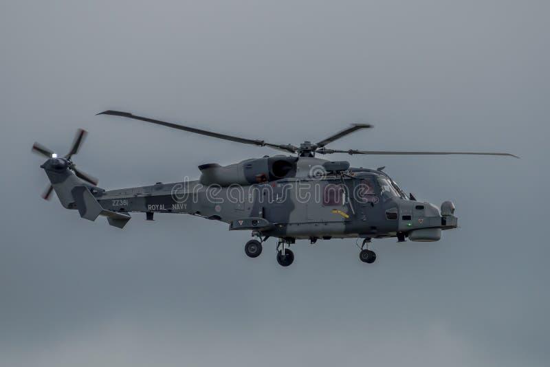 费尔福德,英国- 7月10日:天猫座直升机参加皇家国际空气纹身花刺飞行表演事件2016年7月10日 库存图片