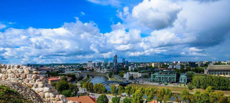 维尔纽斯市和云顶视图 库存照片