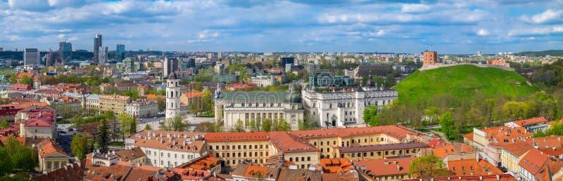 维尔纽斯老镇都市风景,立陶宛全景  免版税库存照片