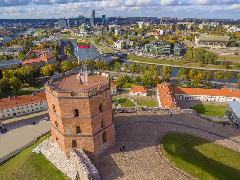 维尔纽斯,立陶宛:鞋帮或Gediminas城堡空中顶视图  免版税库存照片